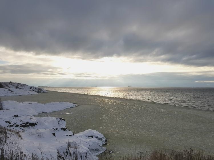 Suomenlinna surrounded by half-frozen sea